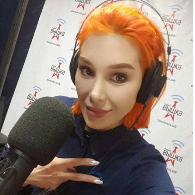 """@mariaviskunova на радиостанции """"Вышка"""", слушай прямо сейчас!  Не только поболтали,  но и сделали майк. Повтор эфира завтра в ..."""