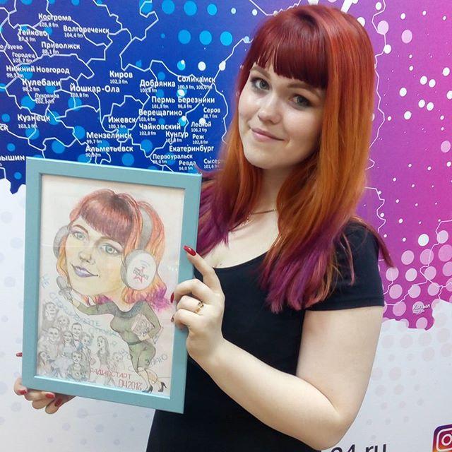 В День рождения ведущей радио Вышка Светы Колчановой, выпуски интенсивного курса Радиостарт нарисовали и подарили ей шарж. Получилось весьма правдоподобно, ...