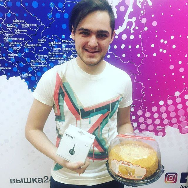 День рождения отметил главный технический специалист радио Вышка Александр Быков. И что мы могли подарить ему, как не новую антенну ...