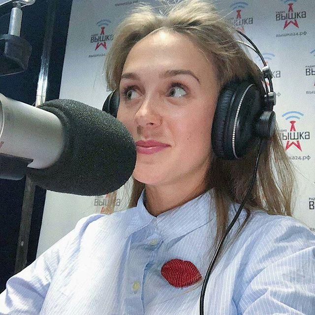 """@gulyaeva.show в эфире радиостанции """"Вышка"""") Хочешь стать нашим гостем? Пиши в директ!"""