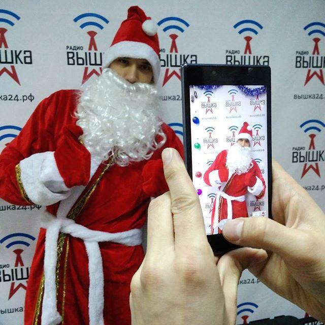 """Сегодня в эфире Вышки сам Дед Мороз расскажет о своих планах на Новый год) Включай """"Вечер-онлайн"""" в 18.05 по московскому времени!"""