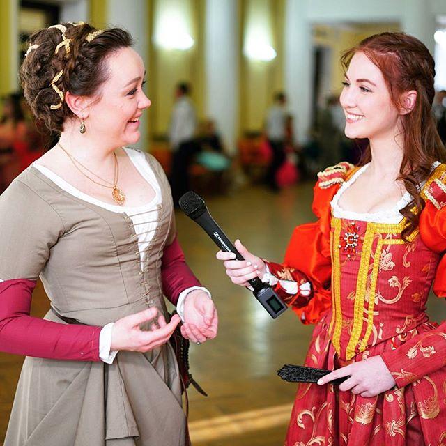 Как вам современная Джульетта с микрофоном????? Снимали с прекрасной @ali.cinderella сюжет о средневековом бале. Все-таки здорово, что мы не только радио, ...