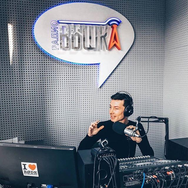 Гостями радио Вышка ежегодно становятся более 300 человек. Это всегда интересные, яркие и творческие личности, которые добились успеха в любимой ...