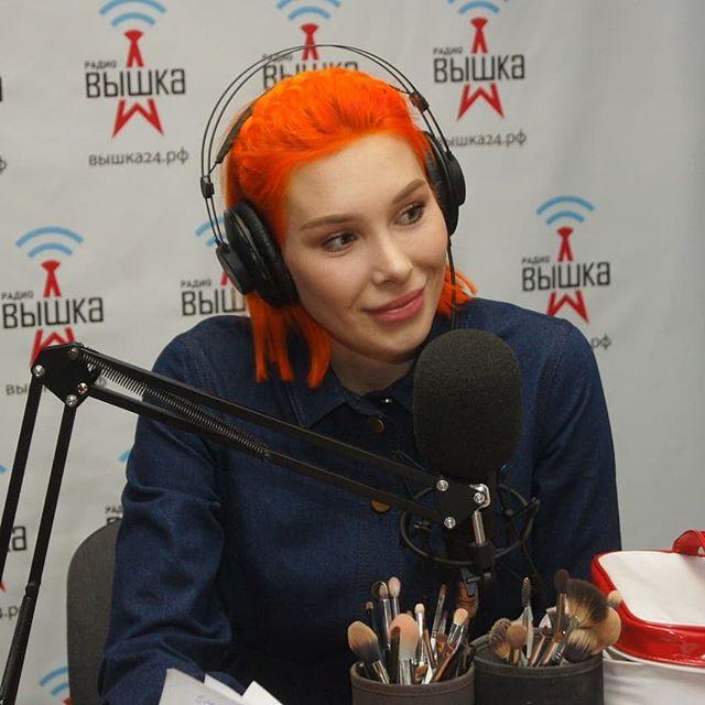 А ты знал, что гостем прямого эфира радио Вышка была известный визажист и блогер Мария Вискунова @mariaviskunova? Она рассказала о ...