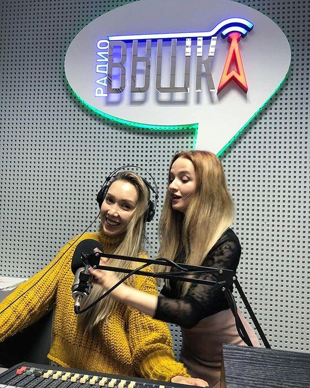 Сегодня в нашей студии была очаровательная инста-блогер Екатерина @katy__milash !  Вместе с нашей выпускницей @annashik_ обсудили как набрать свой ...